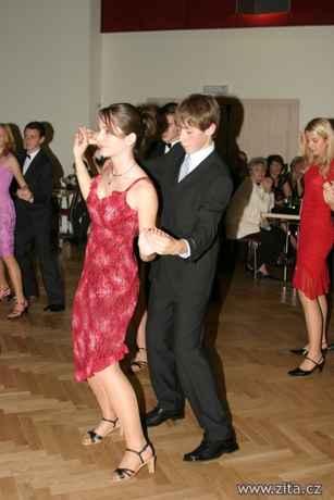 Tak ta je z tanečních..:)
