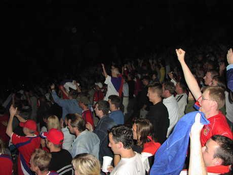 Výbuchy radosti po vstřelení gólu českým týmem a decibely řvaní byly ohromné!