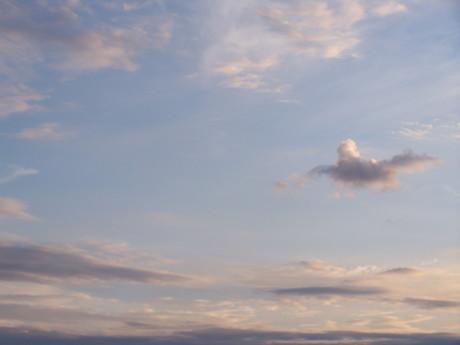 v pravo ten mrak vypadá jako pták :o)