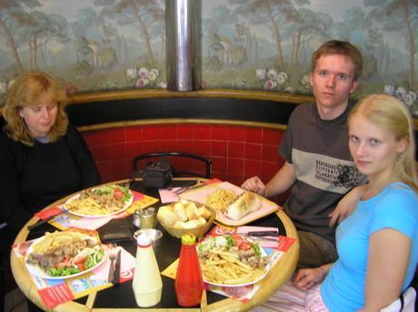 Asi takhle jsme se stravovali a svete div se ja ani nepribrala po takovych porcich:)