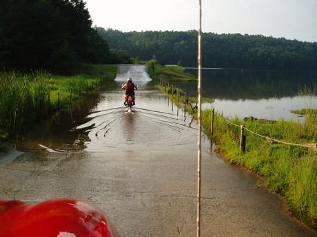 zkouska motorky ve vode