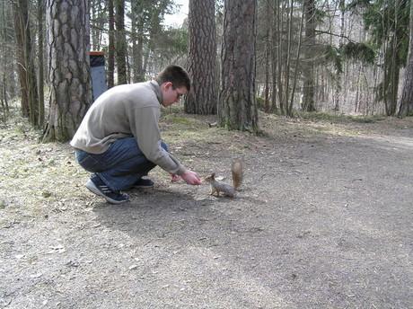 Takhle odvážnou veverku u nás nanajdete:-D
