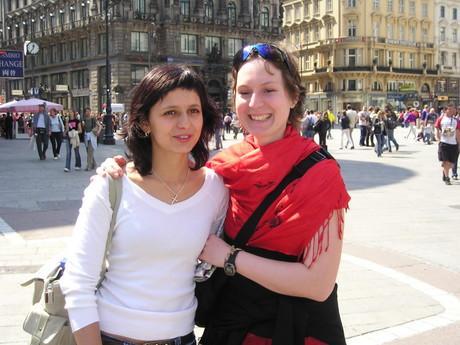 ano a to jsou naše dvě paní profesorky...Naše španělštinářka Judita a Němčinářka...Hodně skvělý holčeny!2!
