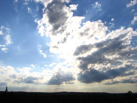 novinka -  mraky ....i na tak nevinne obloze se objevi zakerne mraky....jako v zivote