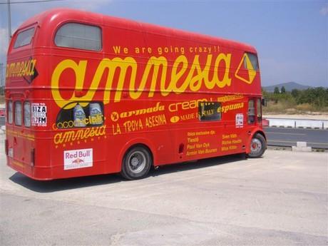 Tohle je reklamní autobus nejslavnější diskotéky na Ibize,která se jmenuje Amnesia ve který jsme natáčeli při totálně hustý pěnový párty.To prostě musíte vidět! !2!