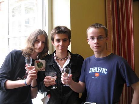 """září 2006, """"sklípek"""" Mumm v Remeši - zleva Franta, Wagi a já... nezapomenutelné!876!"""