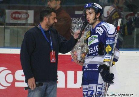 Nejlepším hráček zápasu byl zvolen hráč s číslem 21 JAkub Šindel:)