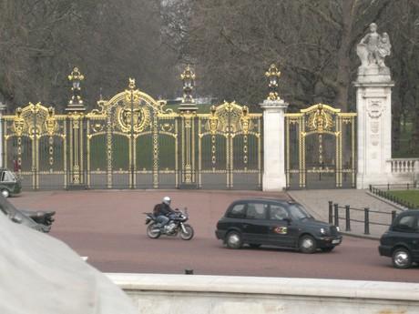 Brána do Hide parku