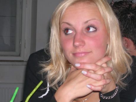 já ještě  jako blondýnka.....prej andílek...no tak nevim....si to přeberte jak cete!5!!27!!12!