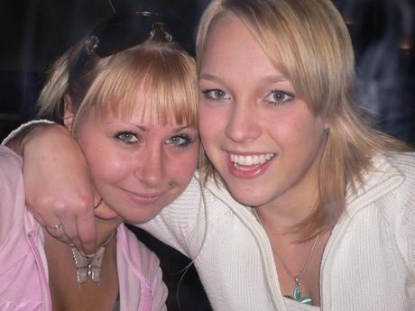 Sandra a Terka....tahle holčina chodi k nám do školy ale do Béčka škoda mno......:-*.....!1179!