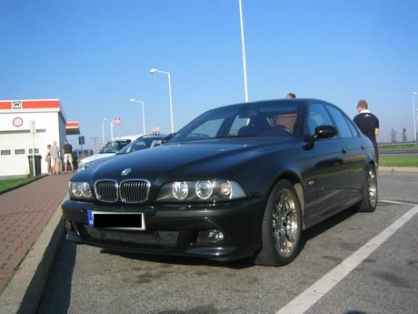 tímhle sme jeli BMW M5 no neni krasná???!11!!1267!!11!