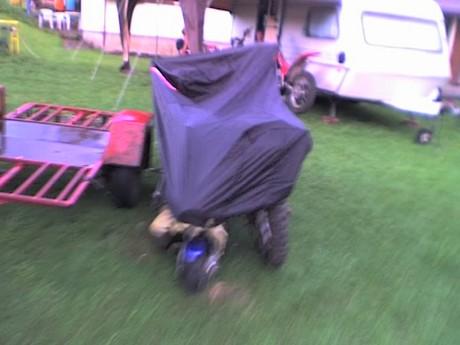 pršelo tag se muselo schowat motorky