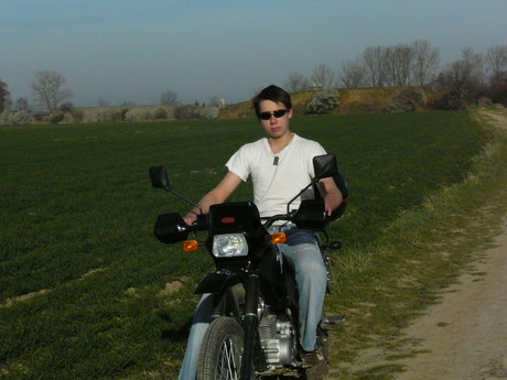 já a motorky....to jde k sobě