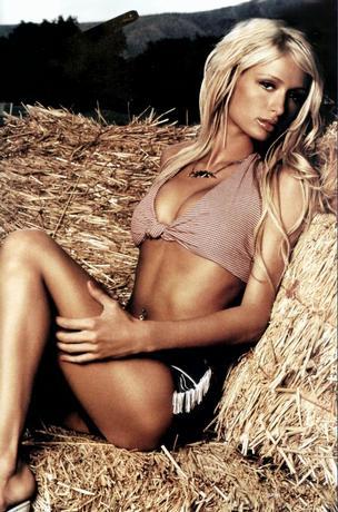 Paris Hilton.. !799!Ou Kunda nejwětčíí..Nejwícz Kunda..Prostě Sexy..Spíwá Luxusně..Celá je ůžasnáá..Wzor můůj..Miluju Jí.. !901!