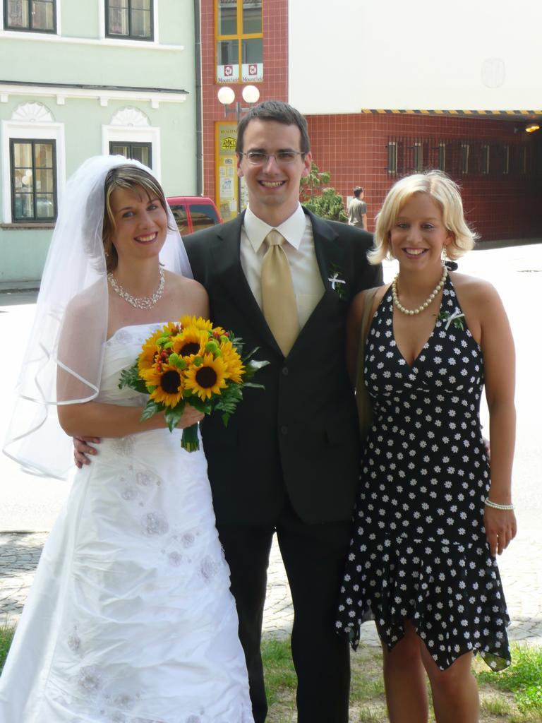 svatba mé sestřičky... Moc jí to sluší,že?  !130!