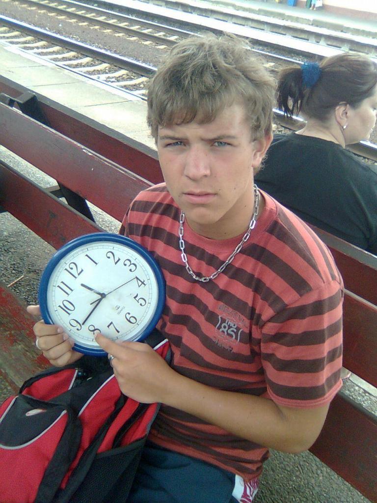 ...už ten vlak měl jet.... !24! !1107!