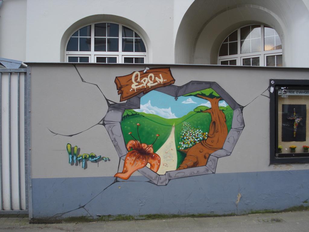 Nadherna kresba v Hannovru na zdi.Alespon me se libila.