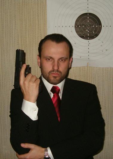 Z počáteční koketerie se zbrojákem + Glock 17.