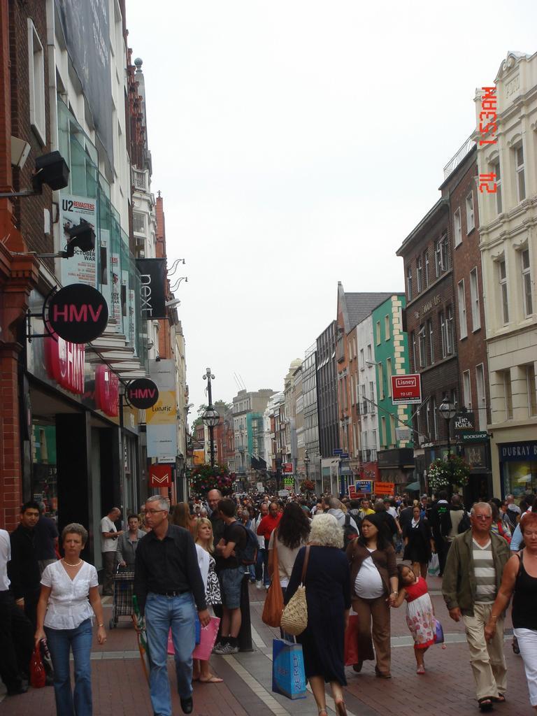 Takhle vypadá Dublin v odpolednich hodinach... Asi nikdo nepracuje a všeci jen nakupují  !1350!