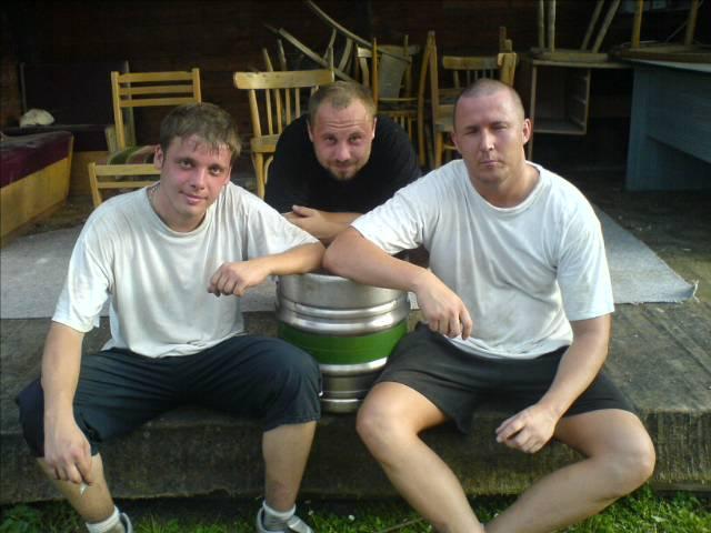 Vítězové nohejbalového turnaje  !962! Akorát se mi pak ucpal odpad ve vaně, když jsem ze sebe sundaval 50 kilo štěrku  !1253!