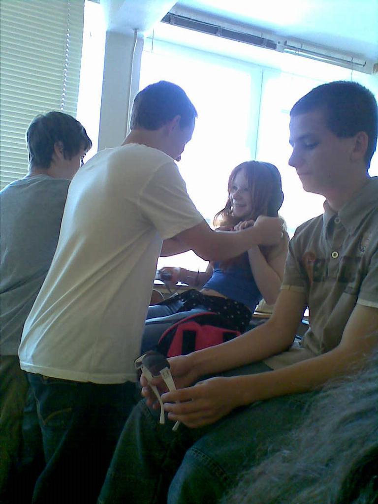 tak tady vidíte názornou ukázku, jak to chodí mezi holkama a klukama ve škole  !994!  !582!