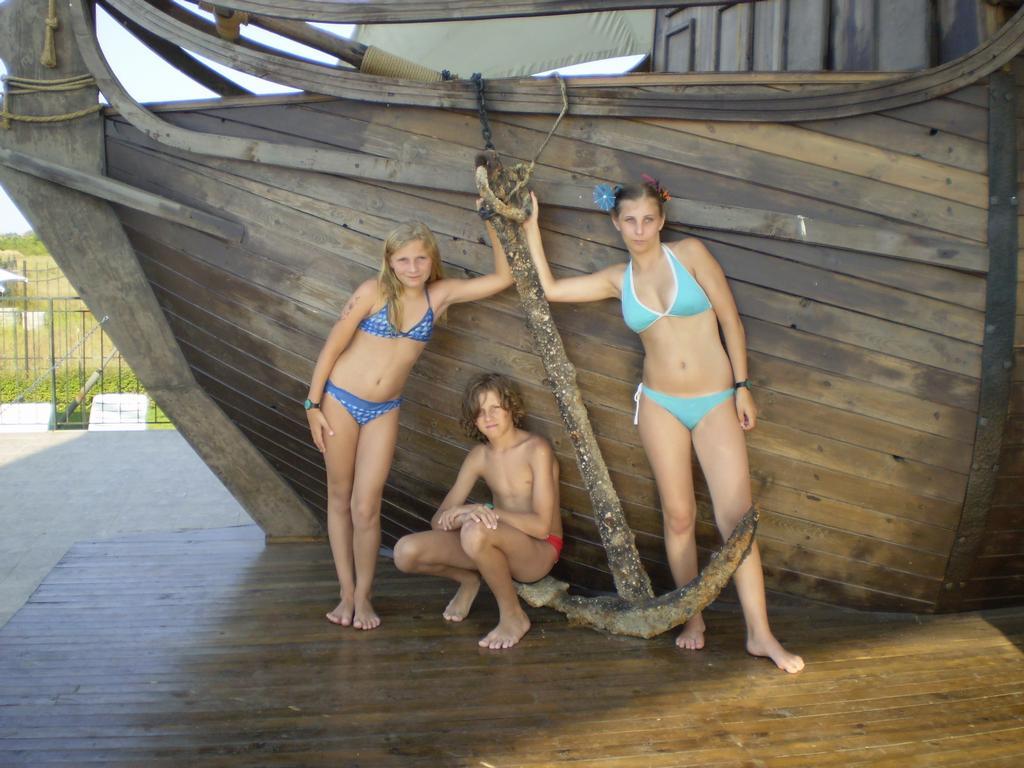 Janička,Davidek a Já v Bulharsku na bazeně