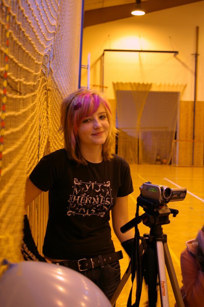 Na naší diskotéce...dělala jsem kameramana a kdyby to někteří jedinci nepoznali měla jsem být Emo !2!