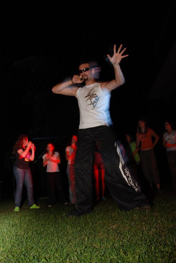 Maila... můj učitel tancování,poslouchání mrtě good music.Boreček.díky za všechno !1! !521!