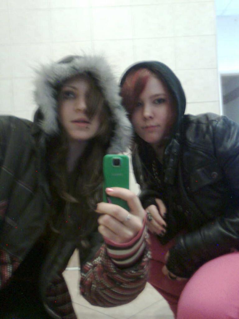 Aj and Cherry..byly jsme v ladvi v kine a to bychom nebyly my, abychom si neudelaly hned fotky na yachode... !20!  !2! !2!