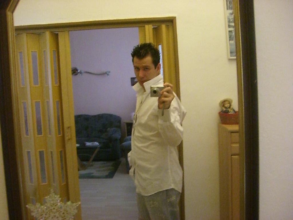 v zrcadlo řekni kdo je ..... to ?? !651! !651!
