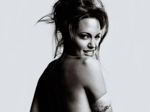 Angelina Jolie  !1396! !843!
