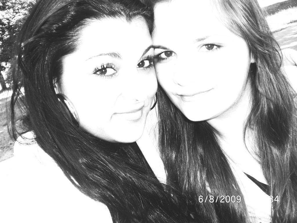 já a moje nejlepsi sestrenka na svete moc ji mám ráda  !1004!
