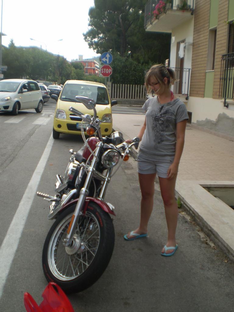 Lenička u motorky  !1340!