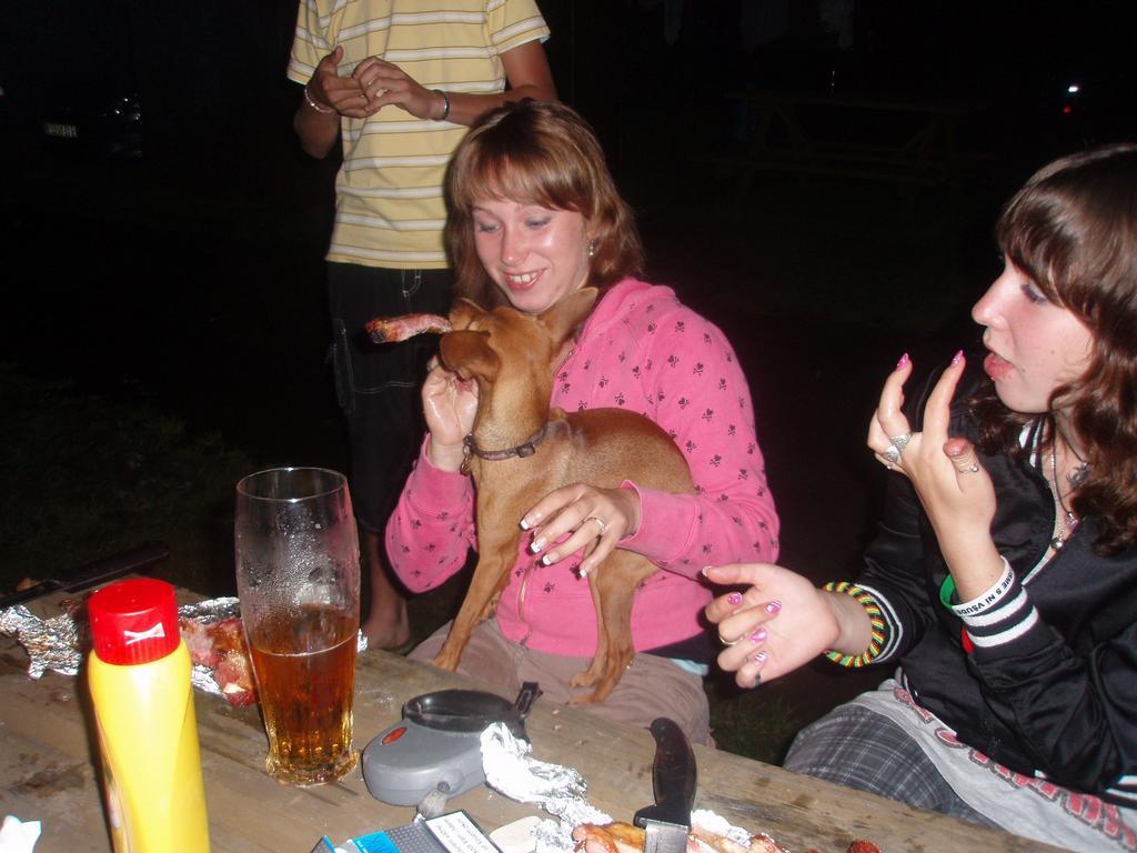 mno segra zase picuje ze psem!hahaha !1107!