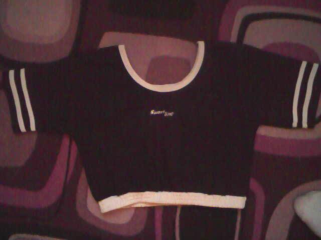Super tílko, tričko na sport i na běžné nošení. Vypadá skvěle, délka pod prsa. :)