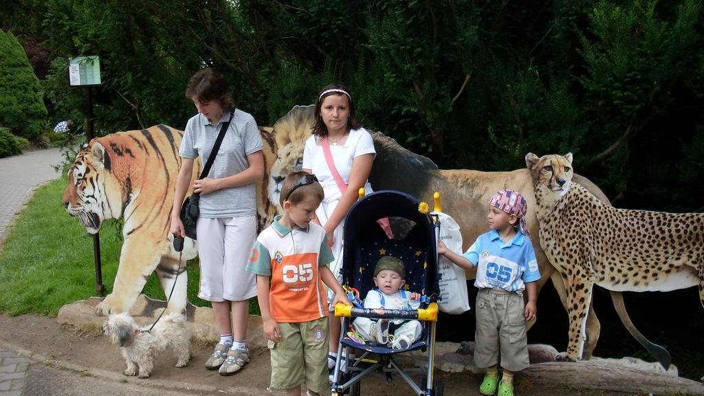 Moje rodina v zoo, akorát nwm kde :D