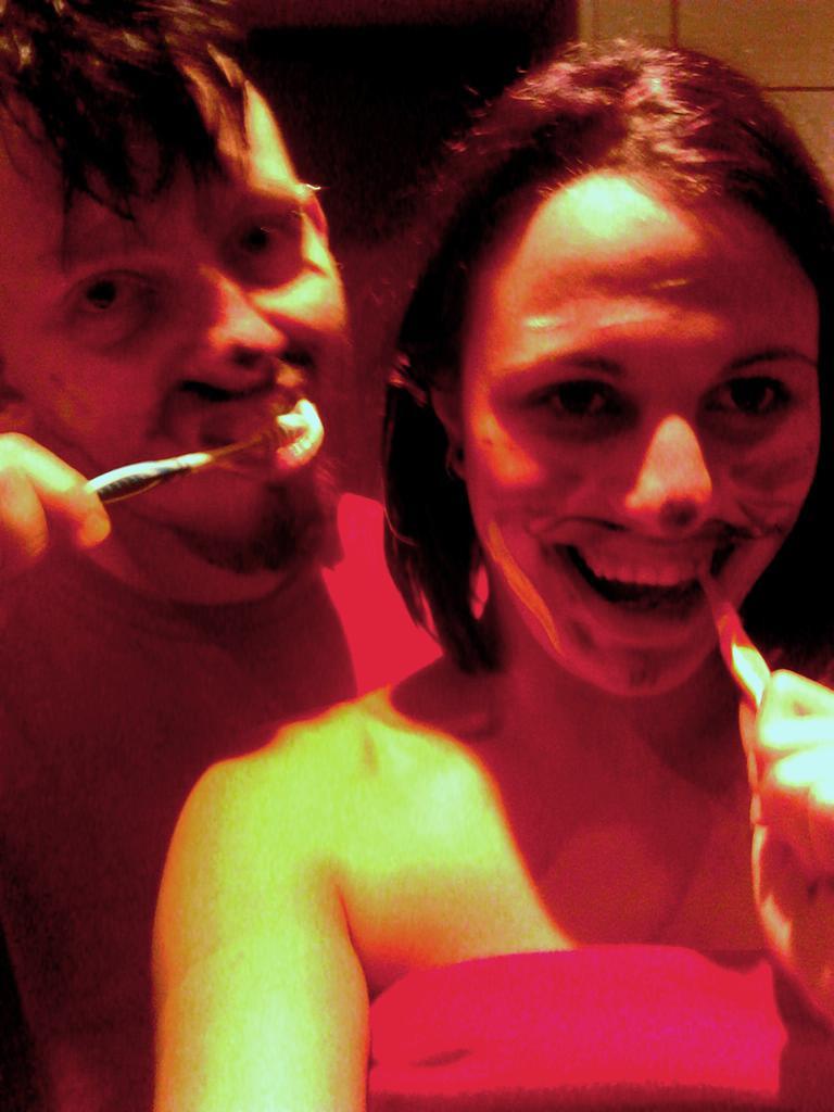 Normální čištění zubů=)