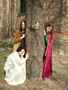 renensanční trio v gotickém maskování.