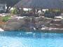 njn koupat se v hotelovém bazénu,...